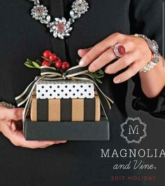 """Shop Christmas early The only gift that """"keeps on going!"""" Create your style with 300+ different interchangeable snaps from Magnolia and Vine Check out my website... http://www.mymagnoliaandvine.com/3421"""