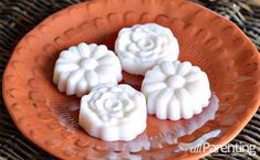 DIY solid lotion bar recipe: cool idea What you'll need: Coconut oil, Beeswax pellets, Almond oil, Essential oil, Mason jar, and Candy molds