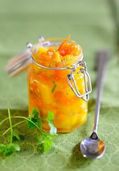 Kürbis-Mango-Chutney | http://eatsmarter.de/rezepte/kuerbis-mango-chutney