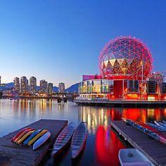 regram @topdestinos Você tem medo de ir ao Canadá (ou morar lá) por causa do frio? Então escolha Vancouver, no extremo oeste do país. Faz um frio aceitável no inverno e é um espetáculo o ano inteiro. Sua geografia de montanhas, praias e baías lembra a de Sidney ou a do Rio de Janeiro. E sua atividade cultural e gastronômica compara-se a das grandes capitais do mundo. #vancouver #vancouverstadium #moderncity #travelvancouver #topdestinos #shutterstock #travel #love #beautiful…