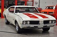 1969 Oldsmobile Cutlass 4-4-2.