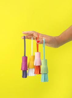 DIY Two-Toned Leather Tassels (damask love) Diy Leather Tassel, Diy Tassel, Leather Craft, Tassels, Leather Tassel Keychain, Crafts To Make, Arts And Crafts, Diy Crafts, Diy Inspiration