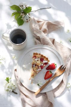 Our Food Stories // glutenfree rhubarb-strawberry tart with almond pudding and licorice puder