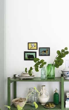 A Victorian house renovation in London with a modern botanical interior - UPCYCLIST Modern Victorian, Victorian Homes, Interior Styling, Interior Decorating, Painting Shelves, Botanical Interior, Green Rooms, Deco Design, Home And Deco