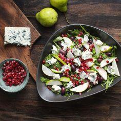 Saint Agur fruity salad with pear, olives and dried cranberries. Saint Agur, Comfort Food, Dried Cranberries, Frisk, Bon Appetit, Cobb Salad, Pear, Side Dishes, Kollektiv
