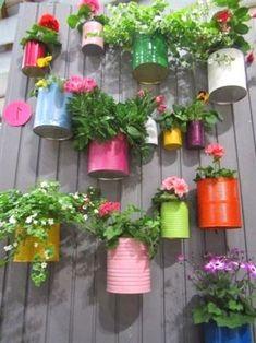 Jardim Vertical Diy, Vertical Garden Diy, Vertical Gardens, Diy Garden Bed, Pot Jardin, Recycled Garden, Recycled Cans, Walled Garden, Diy Planters