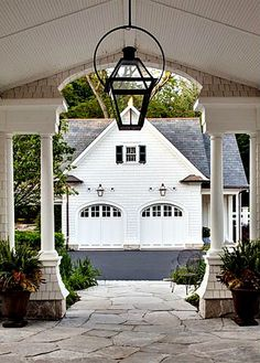Through the Porte Cochere (or simply a very lovely breezeway?) and on to the Garage with Guest House, by Wade Weissman Architecture. Porte Cochere, Detached Garage Designs, Mansion Homes, Porches, Garage Double, Haus Am See, Gas Lanterns, Garage Addition, Breezeway