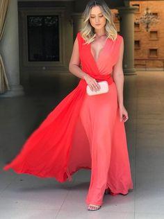 b1468bbf3706 Vestido longo coral 2019: fotos, modelos e tendências para madrinhas!