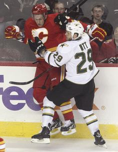 Stars playing Calgary tonight... Gonna win.. Alreayd have a goal 26 seconds in.. No Big Deal. <3