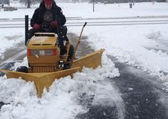 Lawn Tractors, Small Tractors, John Deere Tractors, Tractor Snow Plow, Garden Tractor Pulling, Homemade Tractor, Landscaping Equipment, Crawler Tractor, Riding Lawn Mowers