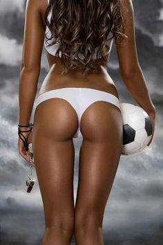 женский футбол в стрингах