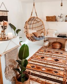 SIMPLE AND COMFORTABLE Teardrop wooden indoor bohemian swing to make your interior bohemian and one or more planter is mus to turn your room into boho style. Villa Design, House Design, Interior Modern, Home Interior Design, Boho Chic Interior, Interior Design For Apartments, Interior Blogs, Boat Interior, Bohemian Decoration