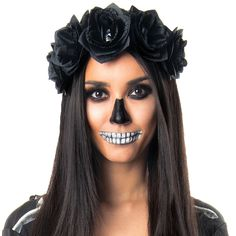Looking for for inspiration for your Halloween make-up? Browse around this website for creepy Halloween makeup looks. Unique Halloween Makeup, Halloween Makeup Sugar Skull, Sugar Skull Makeup, Scary Halloween, Halloween Stuff, Masquerade Halloween Costumes, Sugar Skull Costume, Skeleton Costume Women, Women Skeleton