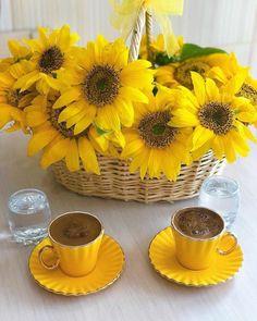 Coffee And Books, I Love Coffee, Coffee Art, Coffee Cups, Espresso Cups, Good Morning Coffee Gif, Coffee Break, Coffee Time, Coffee Flower