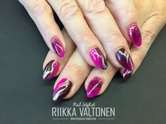 Pink/dark red handpainted Nails #nails #nailart #stockholm #handpaintednailart