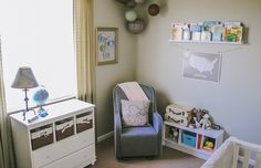 Welcome to Everett's nursery! As soon as we found out Everett was a boy, I knew I wanted to do a travel theme with airplanes and maps in his room. In the six years Brett and I have lived in … Continue reading →