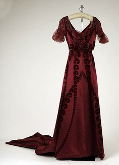 ~Evening dress House of Worth (French, 1858–1956) Date: ca. 1910 Culture: French Medium: silk~