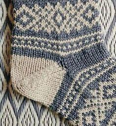 3001-1 (318x347, 165Kb) Knitting Stitches, Knitting Socks, Knit Socks, Knitted Booties, Mittens, Lana, Knit Crochet, Winter Hats, Slippers
