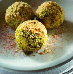 Oggi vi propongo un secondo piatto insaporito con la curcuma. La medicina ayurvedica l'aveva già classificata da secol...