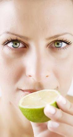 Infos, wie Zitrone gegen Pickel und Akne hilft, und warum Zitrone auch gegen Mitesser und unreine Haut wirkt, Zitrone desinfiziert und hemmt Hautentzündungen ...