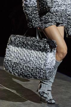 Dolce & Gabbana Fall 2020 Ready-to-Wear Collection - Vogue Knitwear Fashion, Knit Fashion, Fashion Bags, Fashion Accessories, Dolce & Gabbana, Tote Bag Chanel, Fashion 2020, Fashion Show, Fall Fashion