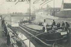 Calais, péniche au pont de Saint-Pierre, vers 1900 Calais, Canal Boat, Tug Boats, Photography Lessons, Images, River, Boats, Life Photography, Floating Homes