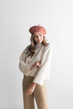 Classic wool beret to keep you chic this winter. Berets are one size fits most. Winter Fashion Outfits, Look Fashion, French Fashion, Fall Outfits, Cute Outfits, Trendy Outfits, Girl Fashion, Vintage Winter Fashion, Korean Winter Outfits