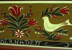 Bútorfestés, festett bútorok: Tulipántosláda