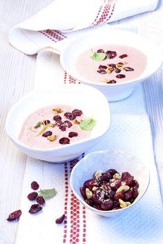 Sopa fría de yogur con arándanos