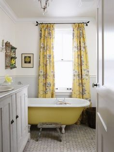absolutely love, love, love this bathroom. my house in SD will someday have a painted claw foot tub.