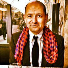 Stéphane B, journaliste au Temps- écharpe Louis Vuitton (p/e 2012)