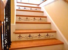 These fleur-de-lis stenciled stairs are so charming! #DIY