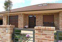 Na predaj: Nová výstavba 8 bungalovov, centrum Slovenského Grobu New House Plans, Modern House Plans, House Plans South Africa, Wood Architecture, Stone Veneer, Small House Design, Facade House, Home Design Plans, Pool Houses