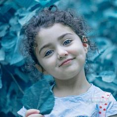 The World Cutest Baby - Anahita Hashemzadeh - My Baby Smiles Cute Baby Girl Photos, Cute Little Baby Girl, Cute Kids Pics, Beautiful Baby Girl, Cute Baby Pictures, Beautiful Eyes, Baby Wallpaper Hd, Cute Baby Girl Wallpaper, World's Cutest Baby