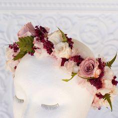 Flor de corona en Rosa polvo marsala por FloralessenceFlorist