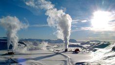 Amor em forma de lava: a usina de Krafla é uma usina de energia geotermal localizada perto do vulcão de Krafla também naIslância e extrai calor de mais de 30 poços. Crédito: Ásgeir Eggertsson/Wikimedia Commons