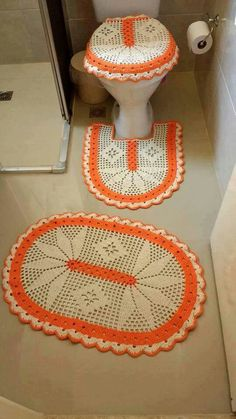 Large crochet rug for shabby or modern furnishings. Wc Set, Cross Stitch Patterns, Crochet Patterns, Crochet Shoes, Crochet Doilies, Thread Crochet, Crochet Projects, Diy And Crafts, Crochet Earrings