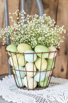 Home Remodel Diy Easter Flowers Wire Basket with Pastel Eggs and Baby Breath.Home Remodel Diy Easter Flowers Wire Basket with Pastel Eggs and Baby Breath Easter Flower Arrangements, Easter Flowers, Easter Colors, Floral Arrangements, Spring Flowers, Easter Table Decorations, Decoration Table, Easter Centerpiece, Spring Decorations