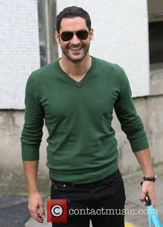 tom-ellis-at-the-itv-studios-london_4086609.jpg (500×699)