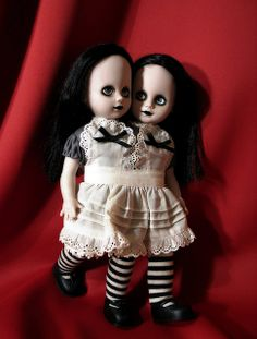 "LIVING DEAD DOLLS SERIES 2. Schooltime Sadie ""The Siamese Twins Custom"""