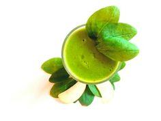 Zielono mi: - 2 garście szpinaku - 1 jabłko - sok z 1 cytryny - 1/2 - 1 szkl. wody ❤ Wszystko razem wrzucamy do blendera i miksujemy. Jeśli komuś będzie za gęste można dodać więcej wody, to już wedle uznania. Pijemy na zdrowie :) Smacznego ❤