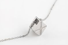 Small beautiful pendants that you can keep your memories close. Yes, this is a cremation jewelry