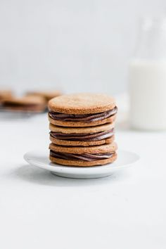 These grain-free nutella stuffed peanut butter cookies are made with all natural ingredients for a healthy and delicious cookie recipe! Chocolate Marshmallow Cookies, Chocolate Chip Shortbread Cookies, Toffee Cookies, Spice Cookies, Peanut Butter Cookies, Yummy Cookies, Delicious Cookie Recipes, Yummy Food, Salted Caramel Mocha