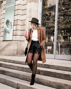 Mini Skirt Outfit Winter, Winter Shorts Outfits, Winter Fashion Outfits, Look Fashion, Skirt Fashion, Fall Outfits, Shorts In Winter, Paris Winter Fashion, Fall Shorts