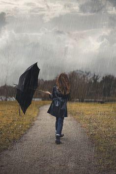 """"""" I'm singing in the rain…"""" by Vanessa Casado on """"Ich singe im Regen …"""" von Vanessa Casado auf Walking In The Rain, Singing In The Rain, I Love Rain, Autumn Rain, Winter Rain, Rain Days, Rain Photography, Rainy Night, Summer Rain"""