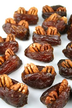 Just 3 ingredients. Toasted pecans, Medjool dates and powdered sugar. Pecan Stuffed Dates are simple and delicious! Date Recipes Desserts, Healthy Desserts, Snack Recipes, Snacks, Raw Food Recipes, Chocolates, Toasted Pecans, Stuffed Dates, Love Food