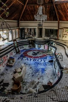 The Tiki Palace party mansion was built in Chattanooga, Tennessee in 1972 by strip-club tycoon Bully Hull. A Playboy bunny shaped swimmin...