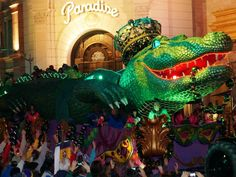 Image from http://www.orlandoinformer.com/wp-content/uploads/2013/02/mardi-gras-2013-universal-orlando-parade-6059-oi.jpg.