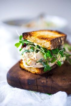 Chicken Salad Sandwich with Tarragon A spring inspired recipe for Tarragon Chicken Salad that can be made into a wrap, sandwich or served over greens. Gourmet Sandwiches, Gourmet Burger, Wrap Sandwiches, Easy Delicious Recipes, Yummy Food, Healthy Recipes, Fast Recipes, Tapas, Paninis