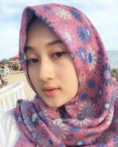 PRETTY MUSLIMAH Muslim Girls, Muslim Women, Tutorial Hijab Segitiga, Beautiful Hijab, Beautiful Women, Arab Swag, Muslim Beauty, Islamic Fashion, Girl Hijab